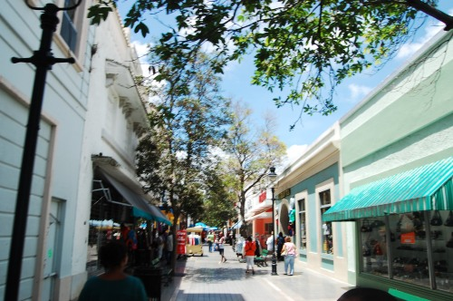 One of the many bustling streets in Ponce